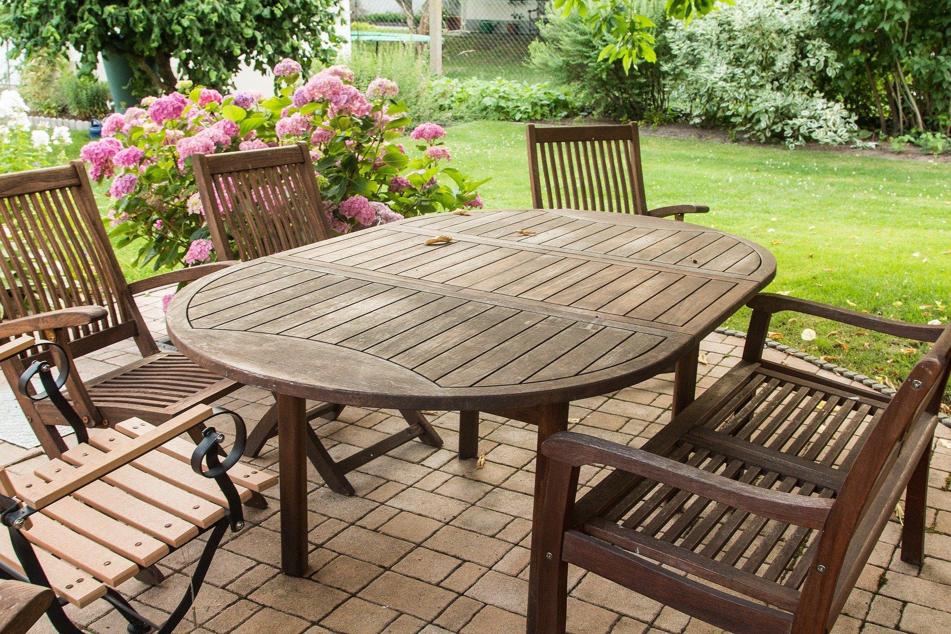 En Piscinas Toi somos conscientes de la importancia de la decoración de tu jardín y del ocio que tendrás en este. Por ello, te ofrecemos estas recomendaciones para conseguir la mejor terraza este verano